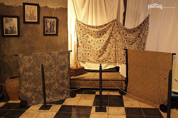 MANUSKRIP JAPARA (1898) : PEWARNAAN BATIK BIRU