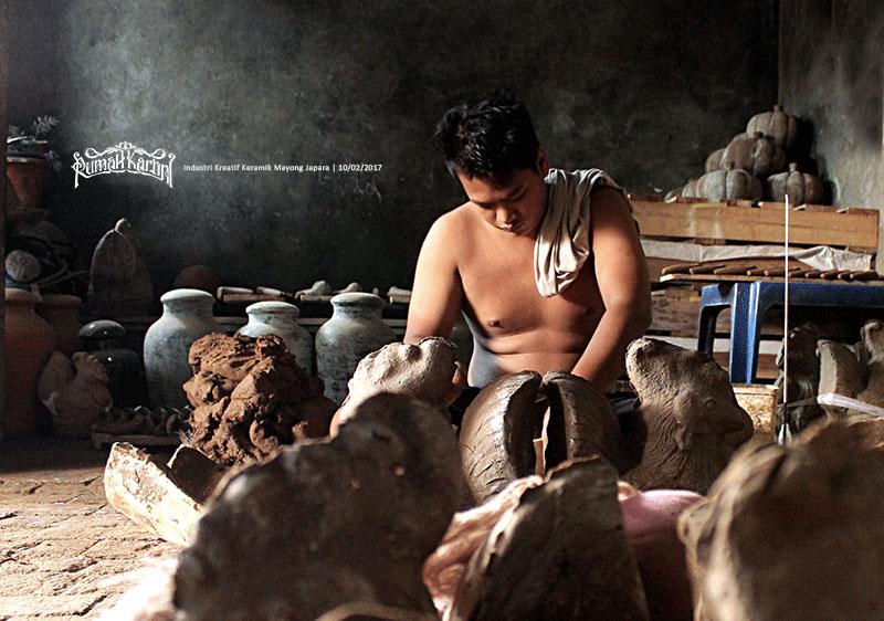 Pembuat sentra industri-kerajinan-Cetakan-keramik-Mayong-Jepara,-Rumah-kartini
