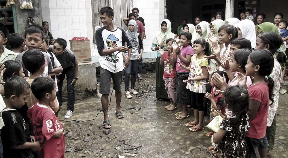 bantuan saat jepara banjir bersama anak anak sumberejo keling japara